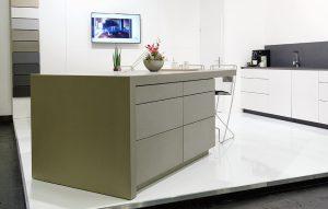 Küchenblock mit Betonarbeitsfläche und Fronten aus Beton