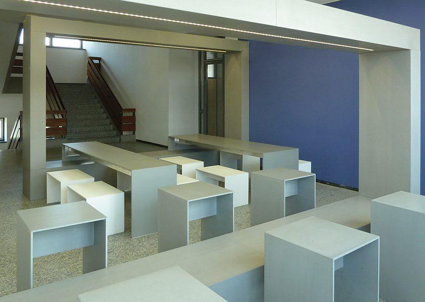 Lernbereich mit Beton Rahmen mit Beleuchtung Betontisch Betonhocker