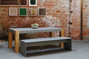 Beton Bank und Tisch mit Holz Tischbeinen
