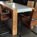 Essplatz Tisch aus Beton und Holz