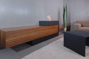 Beton Sideboard dunkelgrau mit Holz Schubfronten und Feuer