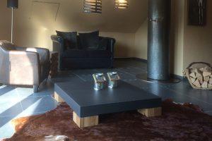 Wohnzimmer Tisch Beton mit Holzfüßen