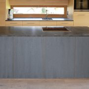 Küchenblock mit Betonfronten