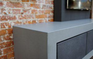 Media Möbel mit Schubladenfronten aus Beton
