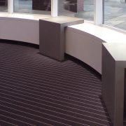 Counter aus Beton im Schaufenster von Object Carpet