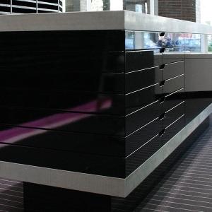 Verkaufstresen mit Betonplatte bei Object Carpet