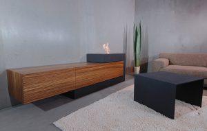Lowboard aus Beton mit Feuerstelle und Holzaufbewahrung