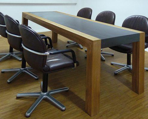 Konferenztisch Betonplatte Eiche Tischbeine