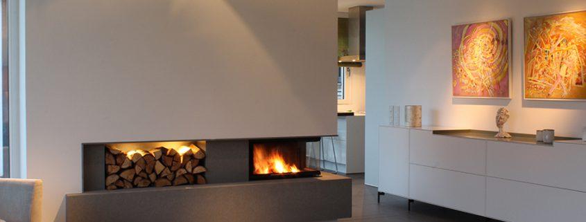 Kamin als Raumteiler mit Kaminbank aus Beton