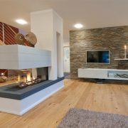 Raumteiler Kamin mit Kaminbank und Haube aus Beton