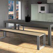 Betonbank mit Metallfüßen vor Betontisch in Küche