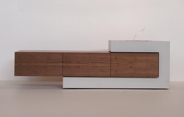 Sideboard aus Beton und Holz mit Gasfeuer