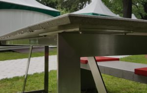 Betontischplatte abgeschrägte Kanten auf Edelstahlgestell