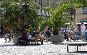 Sonnenliege mit Betonplatten in München von Susi Gelb