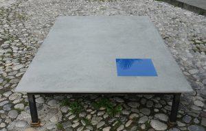 Susi Gelb München Installation Betonplatten