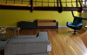 Sideboard aus Beton und Eiche mit Schüben