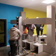 AUfbau des leichte Betonrahmen mit Metallunterkonstruktion in der Schule Neukölln