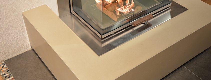 massiv wirkender Feuertisch aus Beton