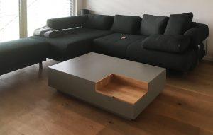 Wohnzimmer Beton-Couchtisch mit Eicheeinsatz