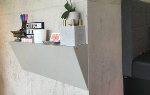 Cafe Micasa - Wandboard aus Betonplatten