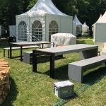 Betontische und Betonbänke auf der Gartenschau in Hanau