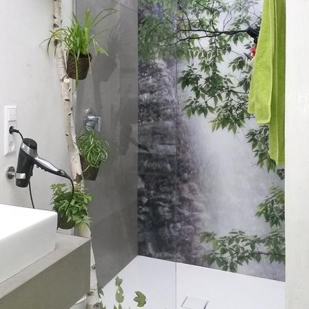 Duschwandverkleidung aus Beton